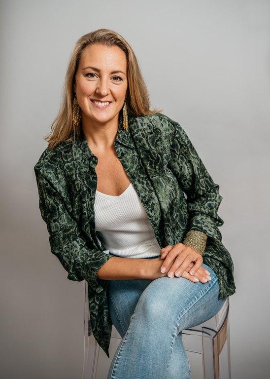Kirjailija ja terapeutti Elina Jaatinen